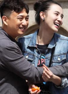 《太阳花》最新剧照 黄磊宋佳深情相拥