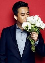 男闺蜜黄磊时尚写真 手捧玫瑰深情享受