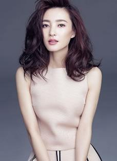 王丽坤优雅杂志写真 浪漫卷发百变裙装