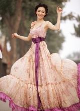 王丽坤优雅拖地长裙亮丽写真