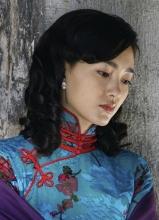 王丽坤理发师旗袍照 尽显东方神韵