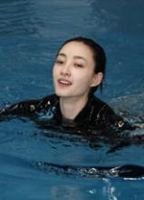 王丽坤星跳水立方展素颜 积极备战半决赛