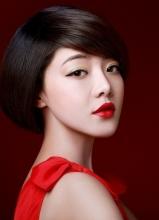 人气女星邓家佳拍摄前卫写真归结完全不合的风格
