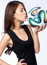 江語晨化身足球寶貝 青春洋溢活力十足
