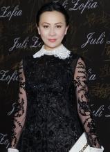 李亚鹏离婚后现身笑容满面 刘嘉玲蕾丝裙扮嫩