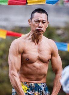 黄晓明肌肉不及张丰毅 59岁肌肉男色吸引人