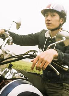 电影《失孤》最新海报 井柏然帅气赛车手