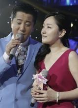 杨钰莹与毛宁甜蜜同台 受张忠祥力荐主持春晚