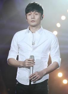 我是歌手3李荣浩彩排照 白衣现身显羞涩