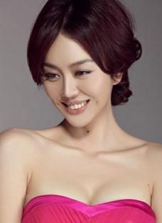 姜妍粉嫩红裙低胸可爱写真