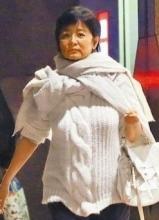 林青霞攜女與劉嘉玲共餐 毛衣裹身顯臃腫