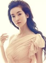 李晟裸色长裙写真 身材凹凸有致显娇媚