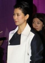 袁咏仪上海亮相 望张智霖携子上亲子节目