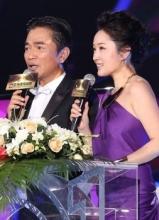 杨钰莹搭吴宗宪做主持 高贵紫裙惊艳登场