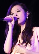 张靓颖曹格缅怀邓丽君 台北小巨蛋首度合唱甜蜜蜜
