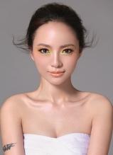 胡灵彩妆写真 抹胸秀事业线