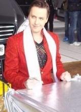 维塔斯红色帅气西装出席奔驰发布会