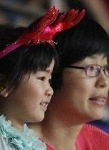 姚明携妻子现身篮球赛 郭敬明身高遭调侃