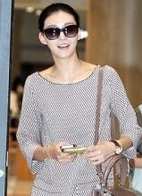车艺莲结束纽约时装周回韩 时尚连衣裙现身机场