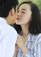 爱情面前谁怕谁剧照 张晓龙霍思燕上演乌龙求婚