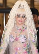 Lady Gaga空降日本 水钻透视装雷人
