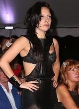 Lady Gaga素颜现身 惊现鼻环吓坏网友