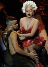 Lady Gaga加州演唱会 外型轮番轰炸眼球