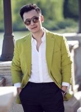 黃海波暖色西裝時尚街拍 盡顯暖男氣質