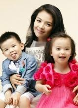 刘涛晒搞怪亲子照 和一双儿女扮小恶魔