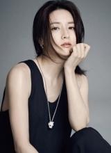 李英爱优雅登杂志 慵懒气质彰显女神魅力