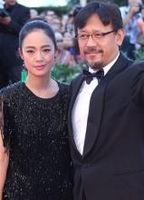 姜文携妻子威尼斯红毯秀 中国导演闪耀电影节