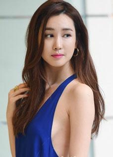 韩国美女李多海出席活动粉丝认不出 整容过度大变脸