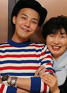 Bigbang權志龍生活照 素顏展帥氣笑臉