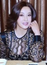 刘晓庆着透视装性感代言 性感优雅稳重女神范