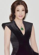刘晓庆深V礼服秀酥胸 翡翠加身高贵迷人