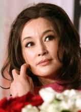 台媒直问刘晓庆是否整型 影后顾左右而言他