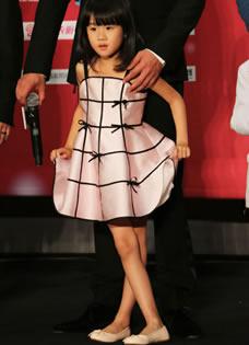 鮑蕾貝兒母女同款長腿亮瞎眼 網友贊基因太強大