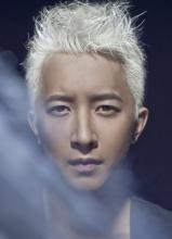 韓庚白色頭發拍攝寫真 濃郁的型男氣息