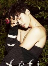 李钟硕半裸性感魅惑杂志大年夜片 露喷鼻肩展男性魅力