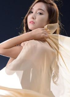 前少女时代郑秀妍裸妆写真 身披薄纱隐隐可见傲人身材