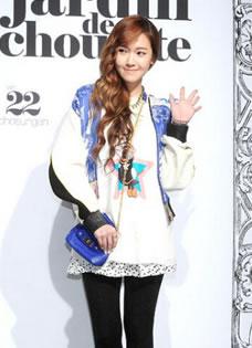 少女时代前成员郑秀妍 (Jessica) 在首尔亮相秋冬新品发布会