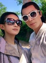 霍建華趙麗穎惡搞自拍 戴墨鏡穿越古代