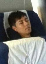 林志颖素颜照曝光 机场睡觉遭偷拍