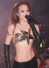 容祖兒紅館舉行演唱會 半裸現身引粉絲尖叫