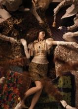 范玮琪复古写真曝光 慵懒造型变身贵妇