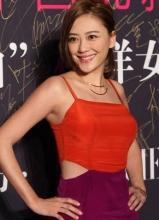 应采儿着撞色短裙性感亮相 辣妈身材完美至极