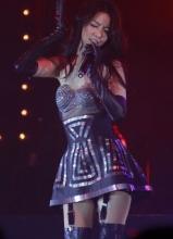 薛凯琪举行新专辑音乐会 爆乳造型现身显豪放