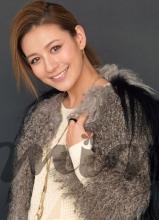 江若琳登米娜杂志封面展现甜美笑容