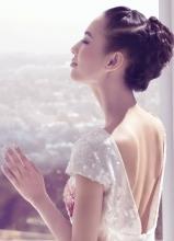 黄圣依清丽写真大秀美背
