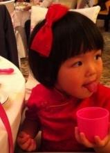 李湘3岁爱女王诗龄正面照曝光 萌态十足